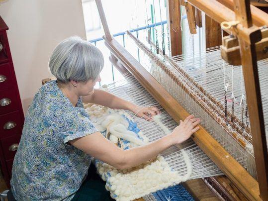 Inés Rodríguez telar manual tapiz alfombra artesanal lana natural a mano
